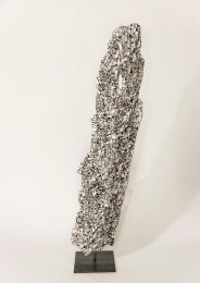 N&B n°24 - 65 x 12 x 12 cm - acrylique sur bois flotté - © Annie Thérie