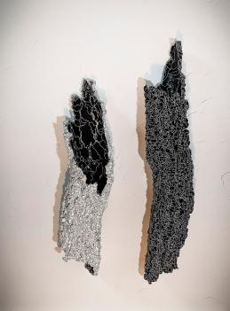 N&B n°38 et n°46 - dimensions variables - acrylique sur liège - © Annie Thérie