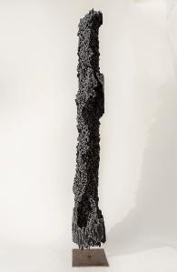 N&B n°41 - 132 x 18 x 18 cm - acrylique sur bois flotté - © Annie Thérie