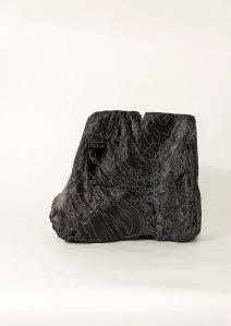N&B n°54 - 28 x 25 x 17 cm - acrylique sur bois flotté - © Annie Thérie