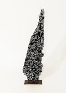 N&B n°60 - 13 x 5 x 53 cm - acrylique sur bois flotté - © Annie Thérie