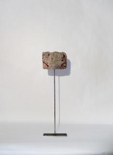Caillou bijou - 11 x 40 cm - acrylique sur bois flotté - © Annie Thérie