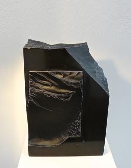 Matière noire - Abtey / Therie - 30 x 12 x 20 cm - acrylique sur marbre - © Annie Thérie
